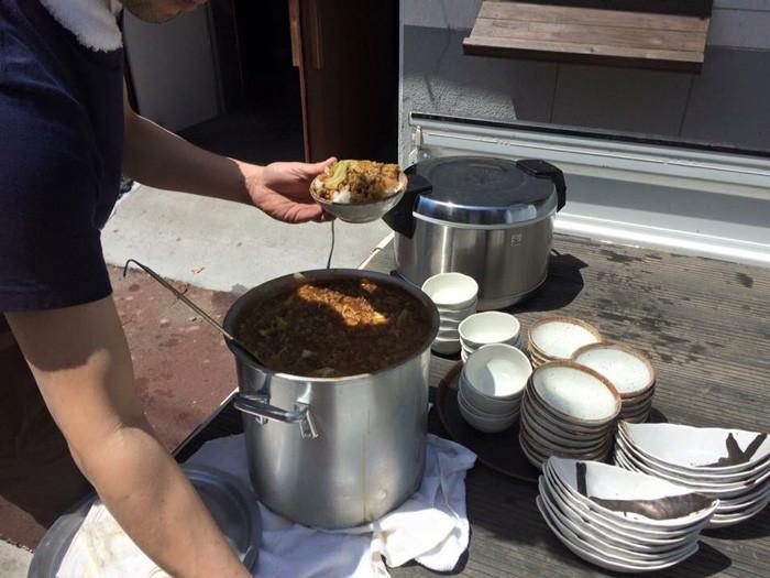 当日は牛丼とカレーと焼肉を冷蔵庫から引っ張り出してイトツとガボが作ったよ![